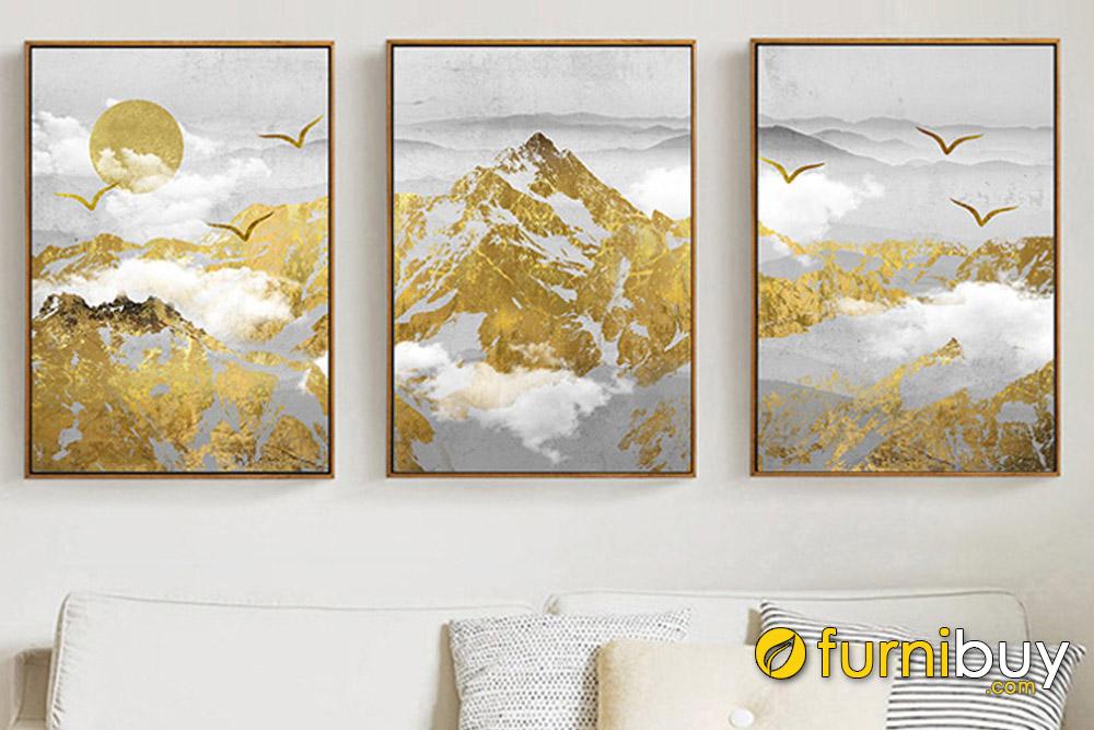 Tranh đồi núi màu vàng cho người mệnh Kim