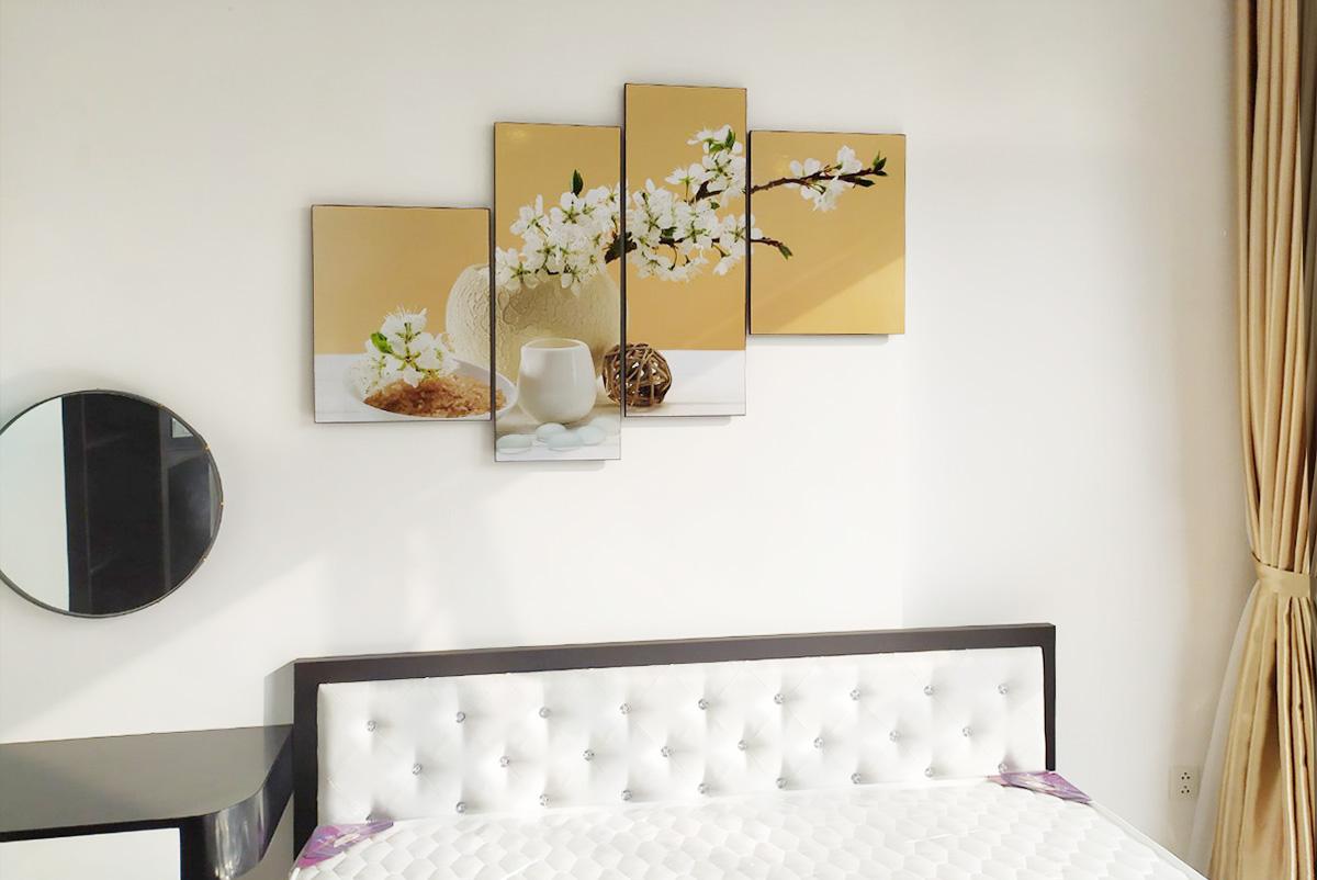Hình ảnh Tranh bình hoa trắng treo phòng ngủ đẹp hiện đại