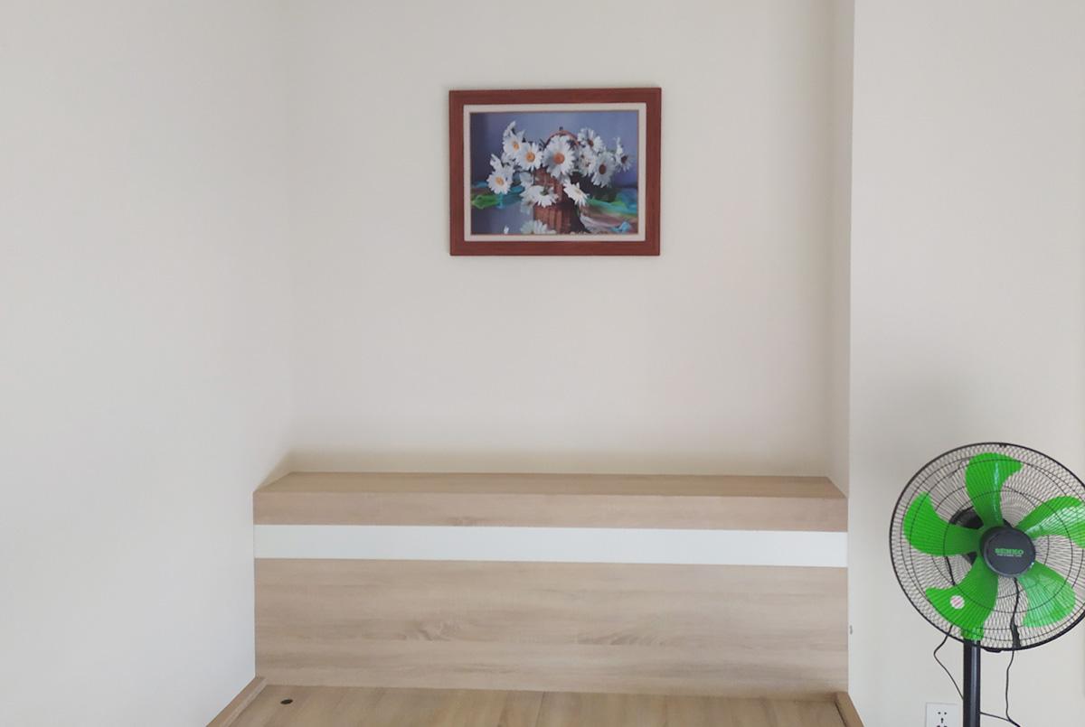 Hình ảnh Tranh lọ hoa trang trí phòng ngủ đơn giản