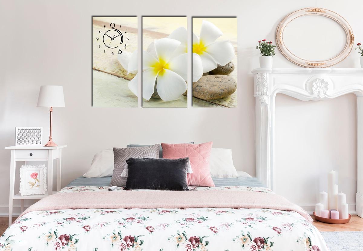 Hình ảnh Tranh treo phòng ngủ cho mệnh kim hình bông hoa trắng