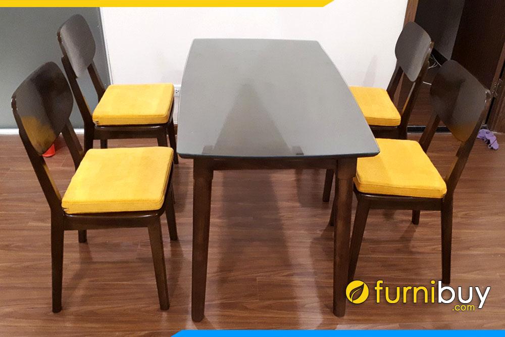 Hình ảnh Bộ bàn ăn 4 ghế gỗ Sồi nệm nỉ BA031 tại nhà chị Loan