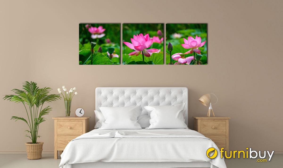 Hình ảnh Bộ tranh hoa sen ghép bộ 3 tấm treo phòng ngủ người mệnh Mộc mã 1125