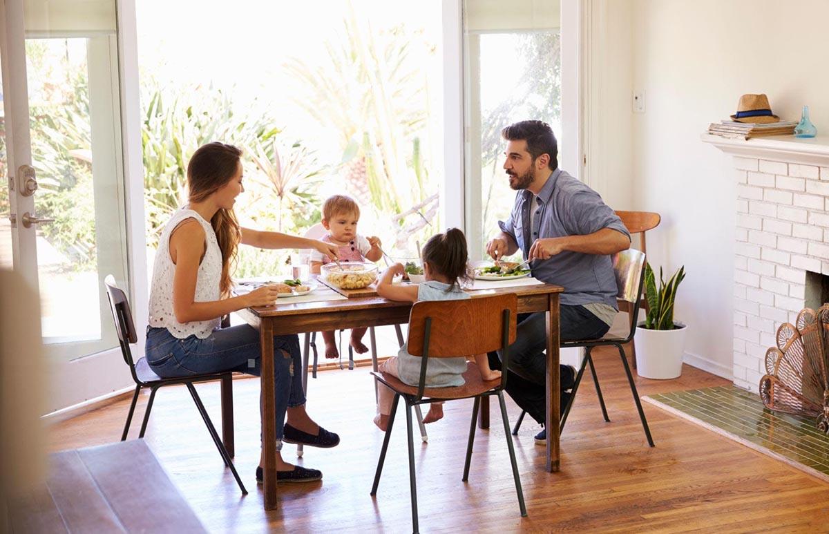 Lựa chọn bàn ghế ăn chung cư theo số lượng thành viên