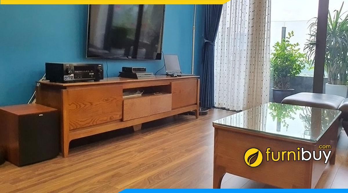 hình ảnh Kệ đặt tivi phòng khách gỗ sồi tự nhiên đẹp tại nhà anh Hùng