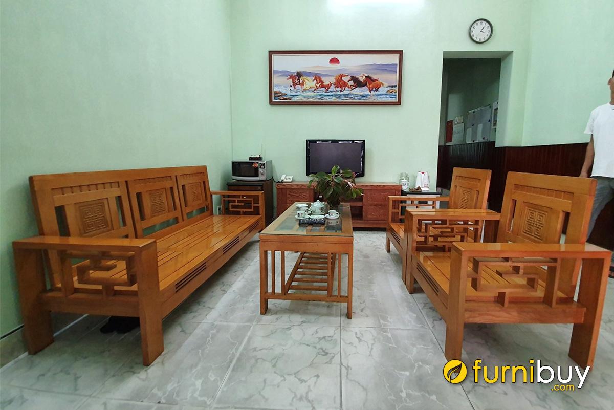Hình ảnh Tranh bát mã treo hợp bộ bàn ghế gỗ phòng khách