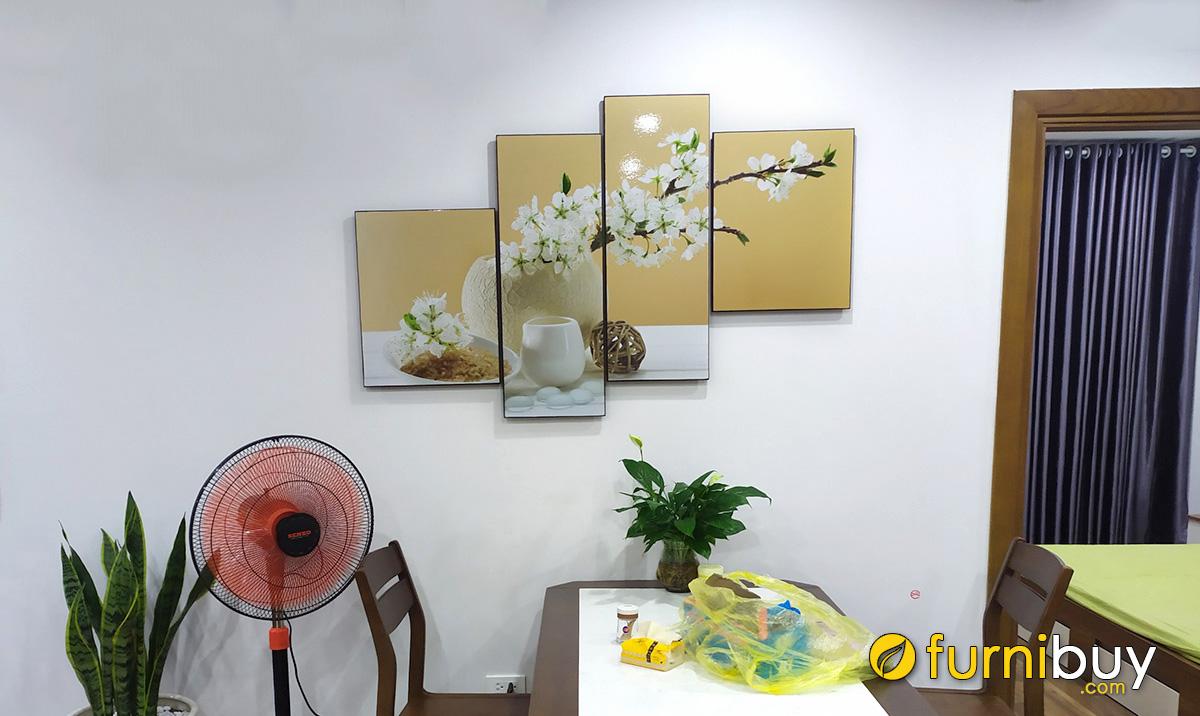 Hình ảnh Tranh bình hoa trắng trang trí bàn ăn nhà bếp đẹp tại nhà khách