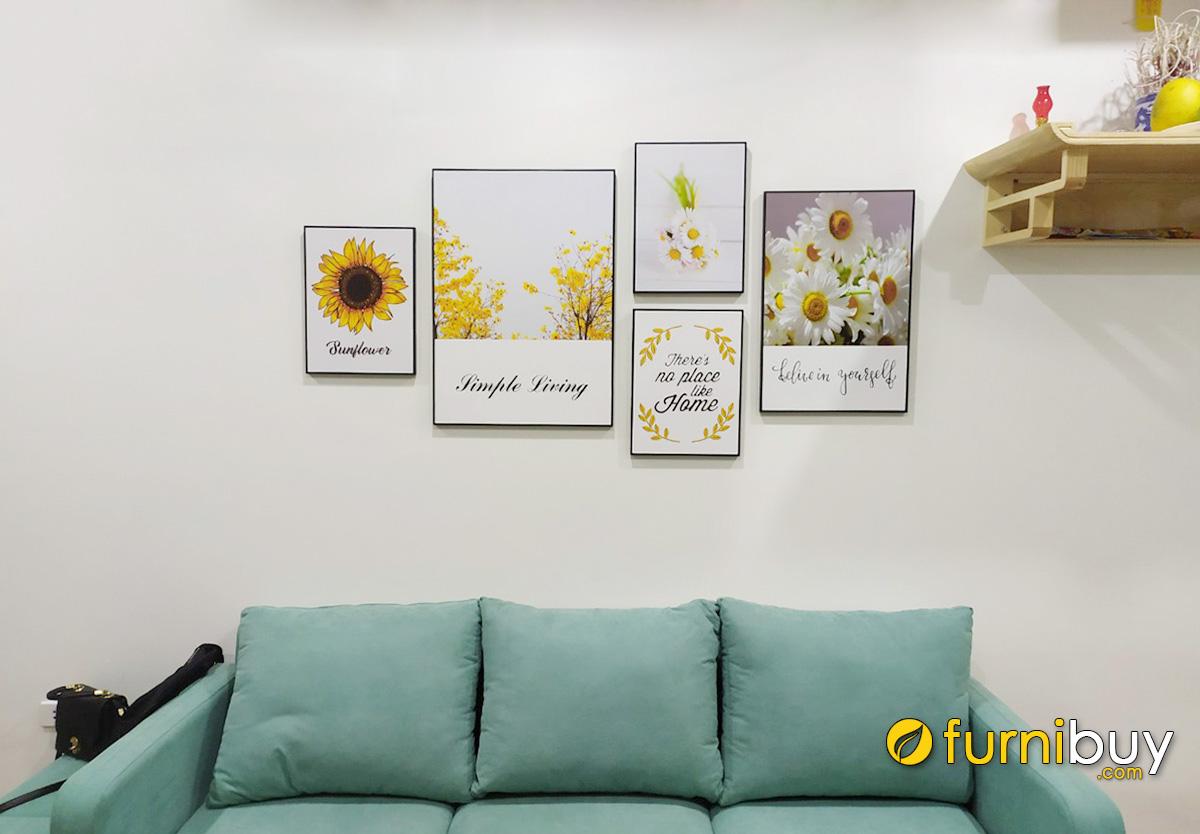 Hình ảnh Tranh hoa cúc trang trí treo khu vực bàn thờ phòng khách