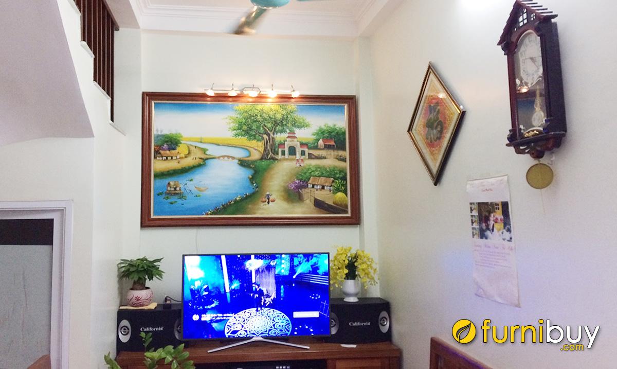 Hình ảnh Tranh làng quê vẽ sơn dầu treo phía trên tivi đẹp