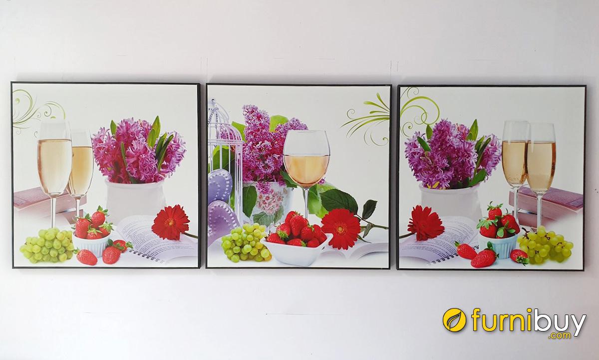 Hình ảnh Tranh ly rượu và hoa quả treo phong cách Bắc Âu chụp thực tế khi làm cho khách