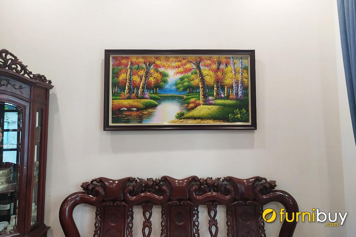 Hình ảnh Tranh phong cảnh rừng cây treo tường hợp bàn ghế gỗ