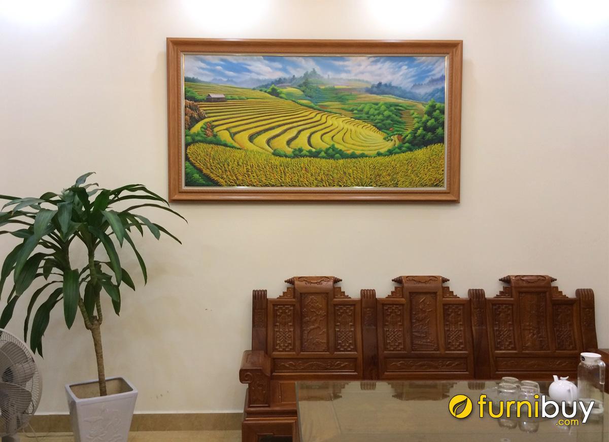 Hình ảnh Tranh phong cảnh ruộng bậc thang treo bàn ghế gỗ đẹp