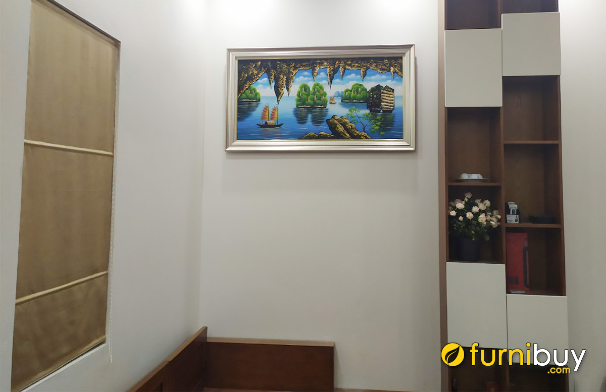 Hình ảnh Tranh treo tường hợp ghế sofa gỗ phòng khách