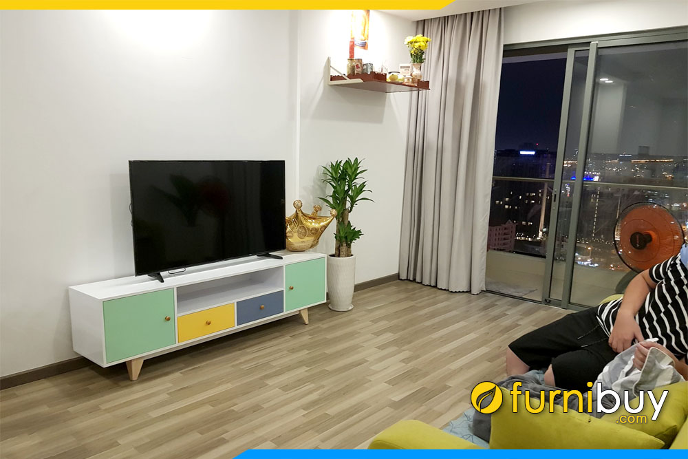 Chiếc kệ tivi phòng khách chung cư đơn giản FBK010