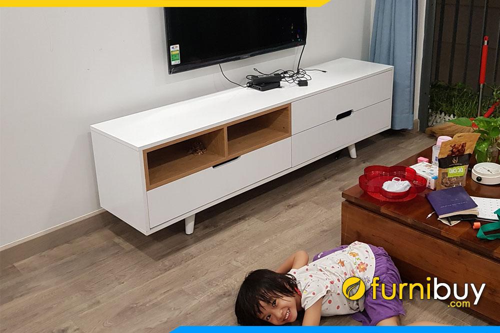 Hình ảnh Bộ kệ tivi chung cư đẹp FBK009 tại nhà khách hàng