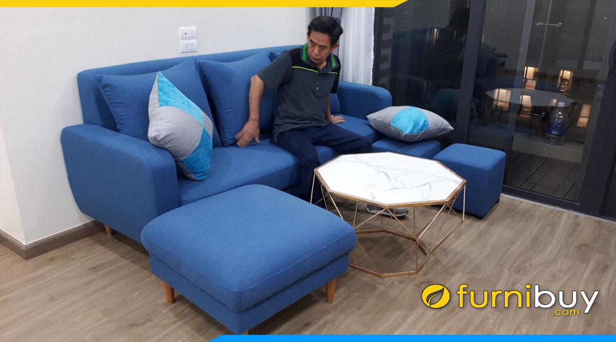sofa phong khach cho nha co nguoi lon tuoi dang vang boc ni