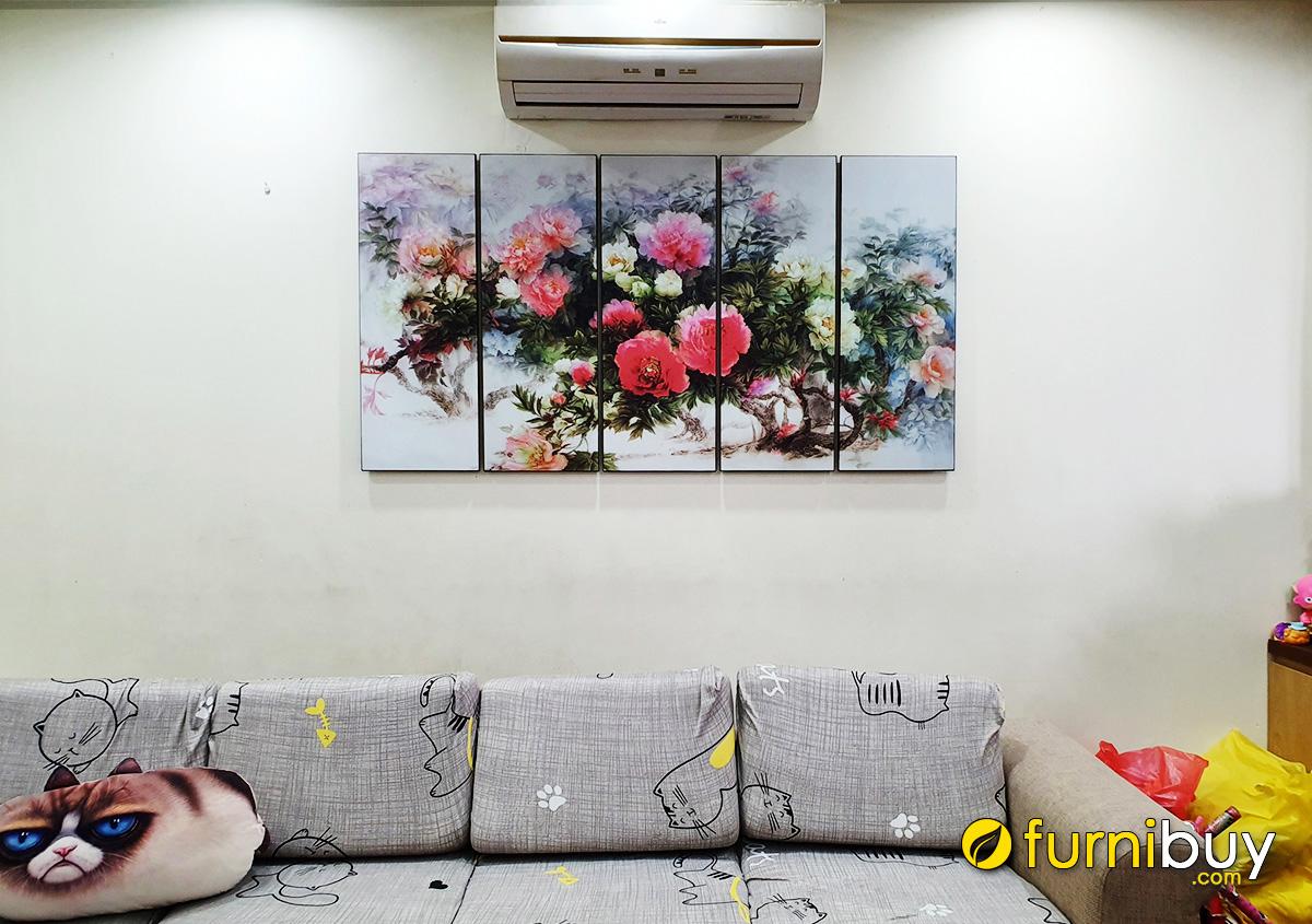 Hình ảnh Tranh in ép gỗ mẫu đơn treo ở phòng khách gia đình