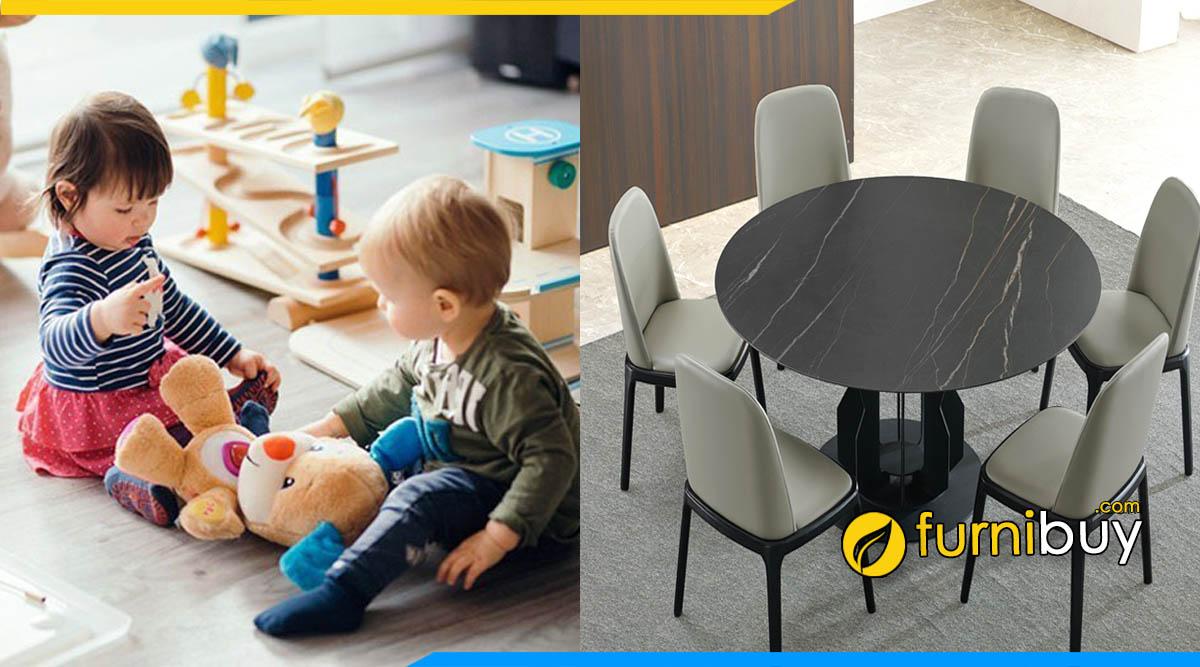 Lưu ý không cho trẻ chơi đùa gần bộ bàn ghế ăn bọc da