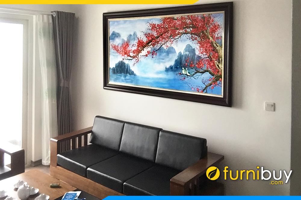 Mau tranh treo tren sofa go phong khach ve hoa dao